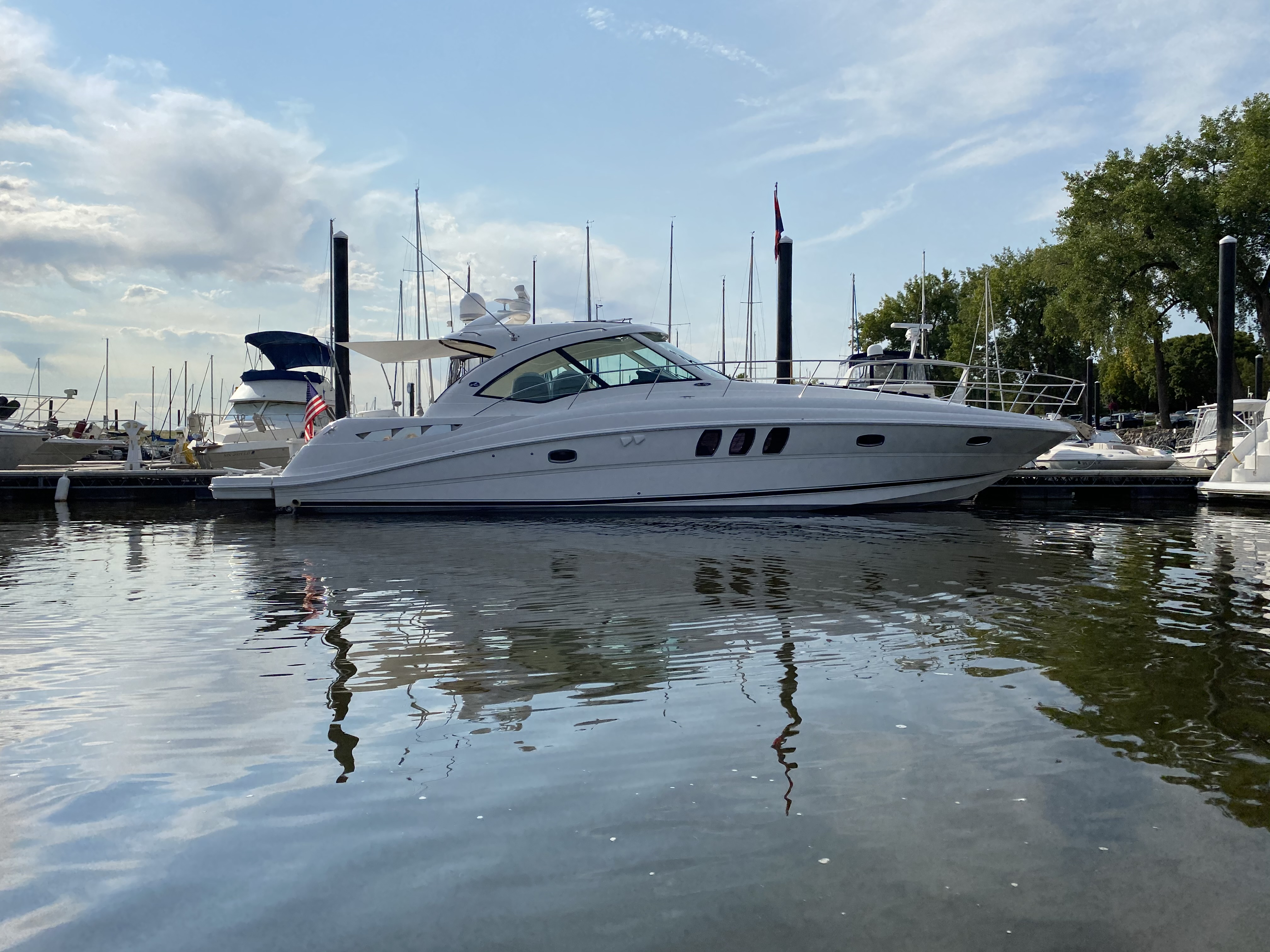 Sea Ray 480 Sundancer Exterior