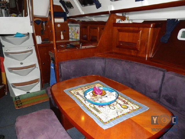 Oceanis-393-Clipper-SailingWorld-Yachtbrokers-5.JPG