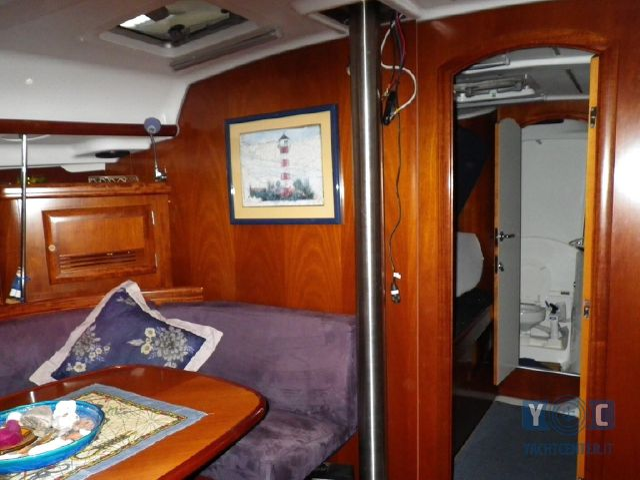 Oceanis-393-Clipper-SailingWorld-Yachtbrokers-8.JPG