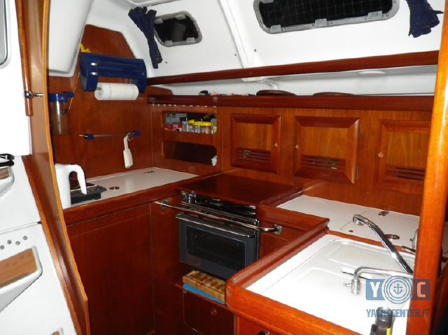 Oceanis-393-Clipper-SailingWorld-Yachtbrokers-7.JPG