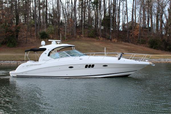 Sea Ray 44 Sundancer Starboard profile
