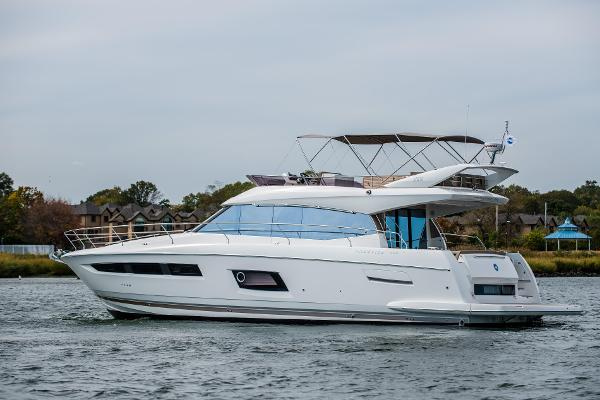 "Prestige 550 Flybridge Main Image is of ""Sistership"" only"