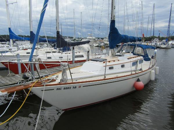 Pearson P-35 Sloop Exterior View