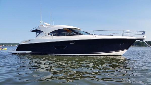 Riviera 4400 Sport Yacht Riviera 4400 Sport Yacht