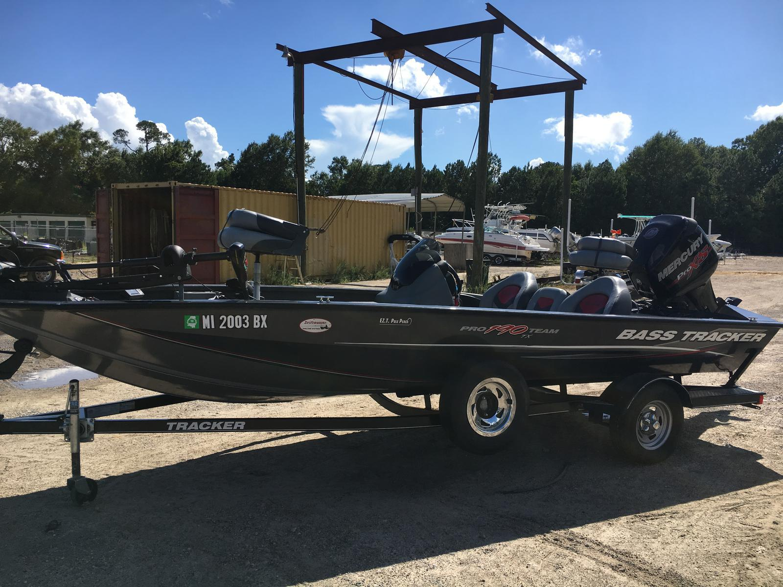 Bass Tracker 190 TX
