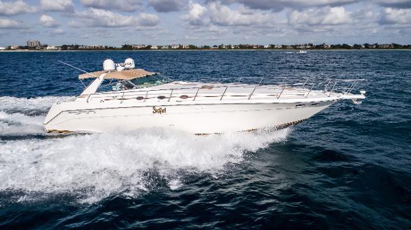 Sea Ray 500 Sundancer Running Starboard