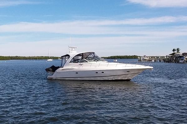 Cruisers Yachts 4370 Express Profile