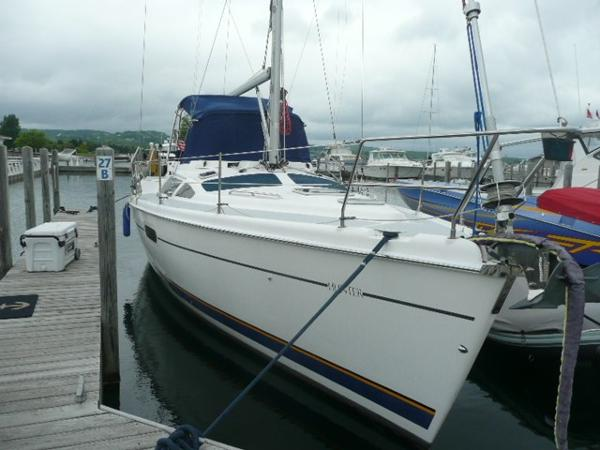 Hunter Passage 420 Starboard bow
