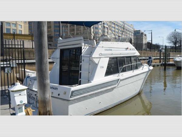 Carver 28 Flybridge Cruiser