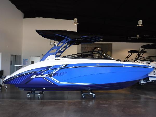 Yamaha Boats 242X (E SERIES)