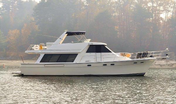 Bayliner 4788 Pilot House Motoryacht Starboard profile