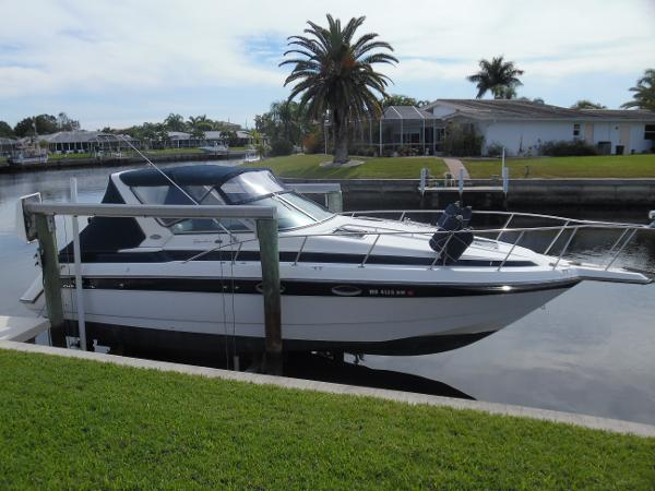 Chaparral 300 Signature Starboard Side