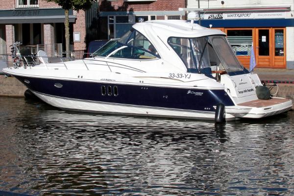 Cruisers Yachts 420 Express