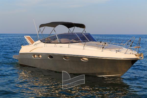 Custom Innovazioni Progetti Yachts IPY 35 1 barca in acqua