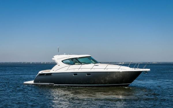 Tiara 4500 Sovran Stbd Side Profile
