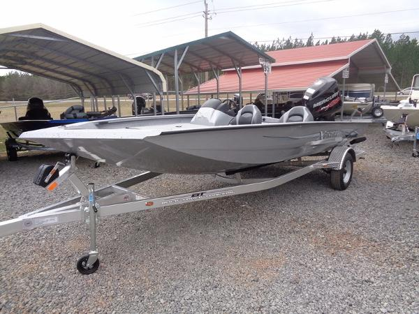 Xpress Boats Xclusive Series X19