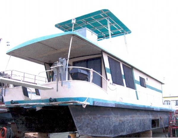 Boatel Pontoon Houseboat