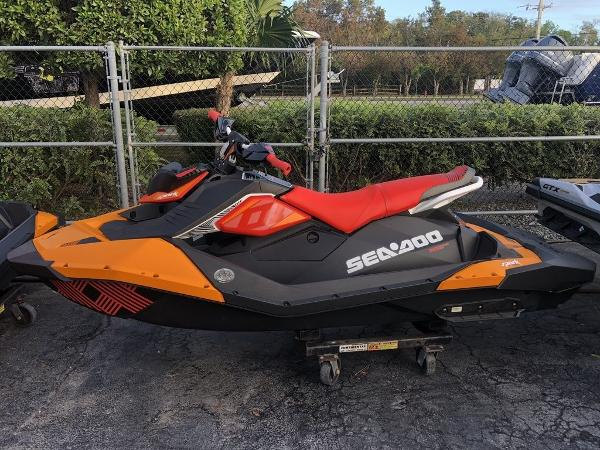 Sea-Doo Spark® Trixx™ 3-up Rotax® 900 H.O. ACE™ IBR & Sound System