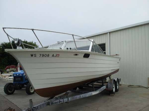 Skiff Craft X-240 Cabin
