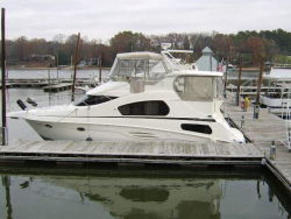 Silverton 39 Motor Yacht Side
