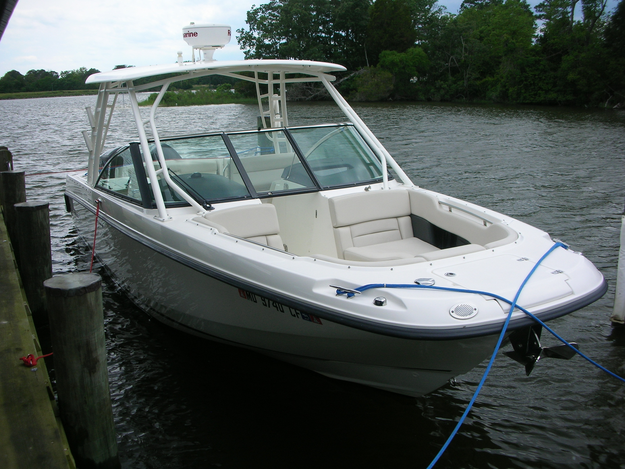 Boston Whaler Vantage 270