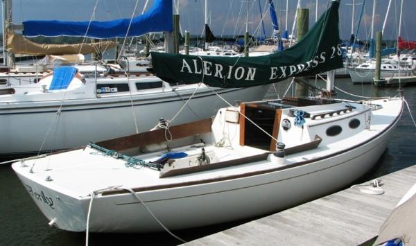 Alerion Express 28