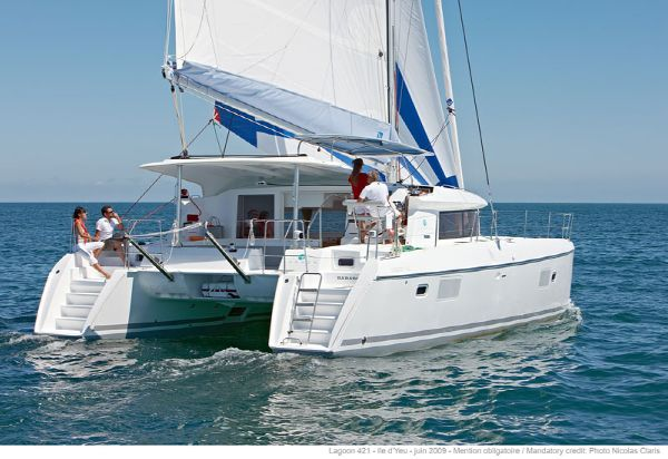 Lagoon 421 Manufacturer Provided Image: Lagoon 421 Stern