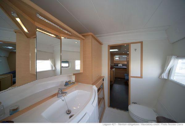 Lagoon 421 Bathroom