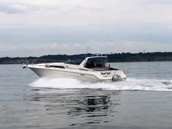 Sea Ray 440 Sundancer Profile