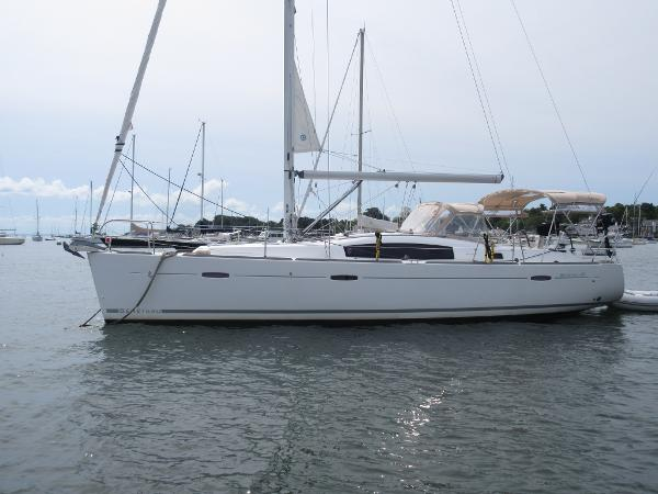 Beneteau Oceanis 40 Beneteau 40 Irrational Too Port profile