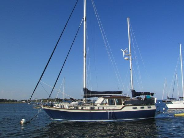 Nauticat 44 Port Bow