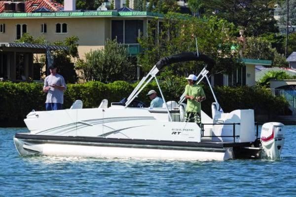 Larson Escape RT Fish & Cruise RT 2400 Twin