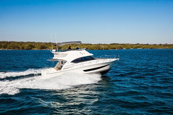 Riviera 395 Sports Motor Yacht