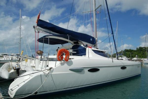 Fountaine Pajot Lavezzi SWAMI at the dock