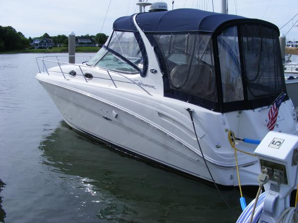 Sea Ray Sundancer Sea Ray with full enclosure