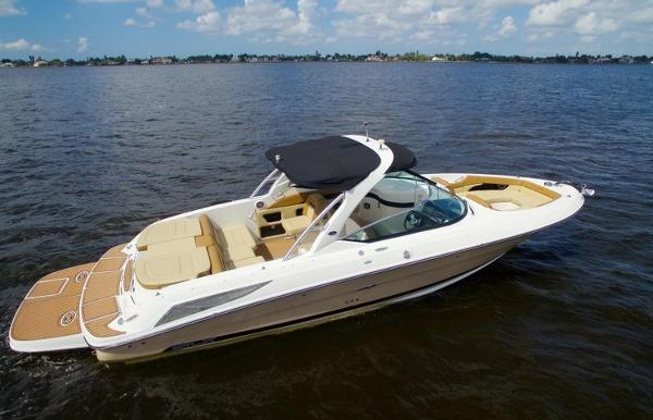 Sea Ray 300 SLX 2014 Sea Ray 300 SLX - Strbrd Profile