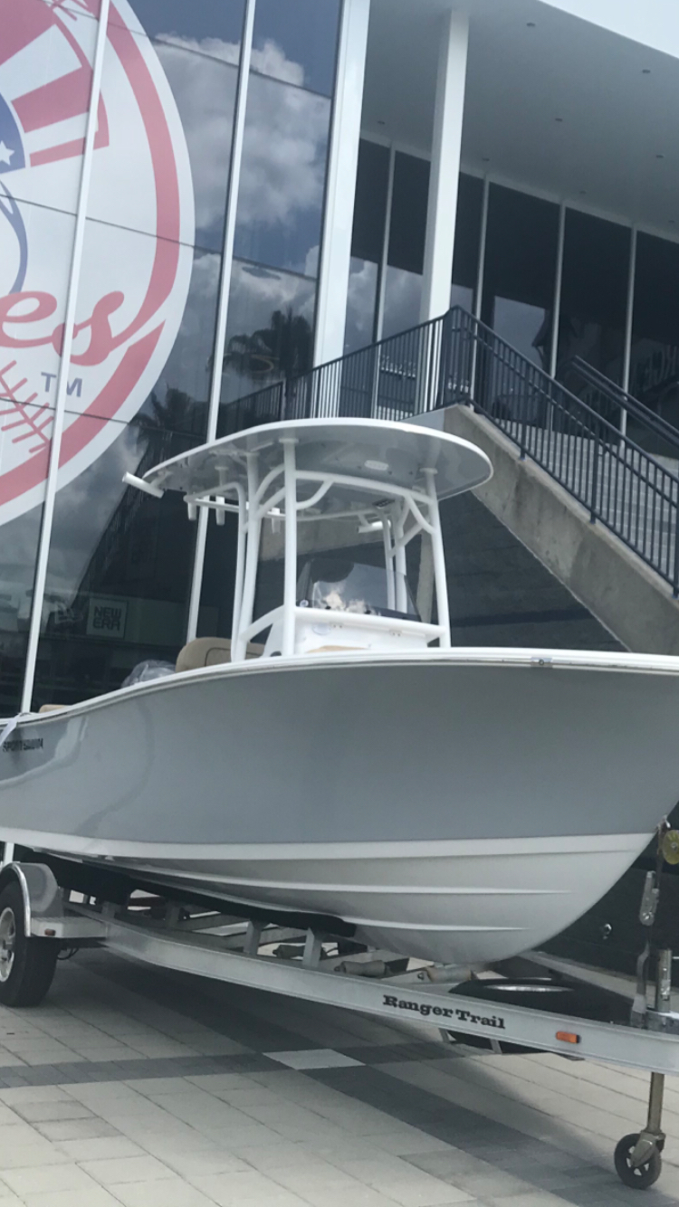 Sportsman Boats Heritage 211 Center Console