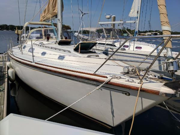 Westerly Sealord 39 Starboard Side