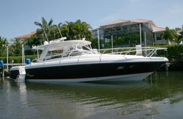 Intrepid 390 Sport Yacht