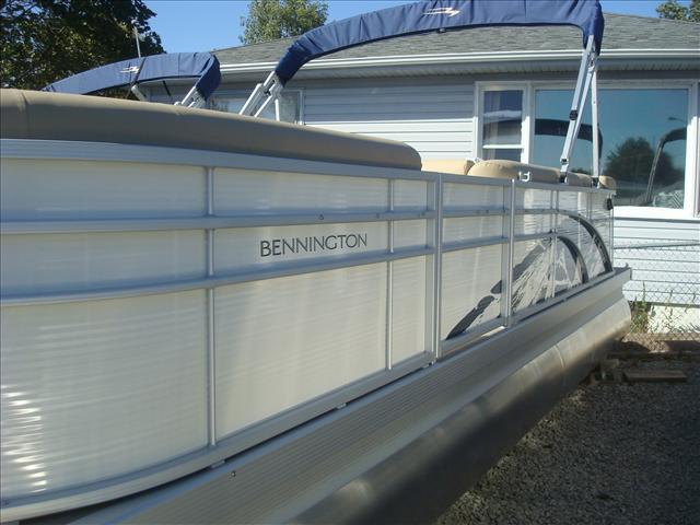 Bennington S Series 24 SLX