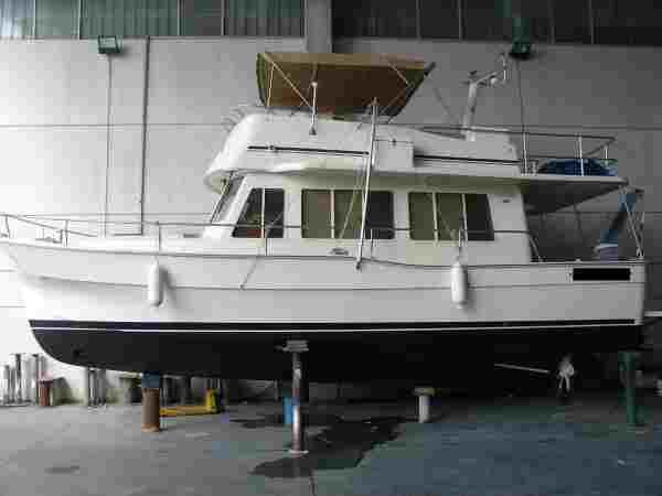 Mainship Trawler 400 Photo 1