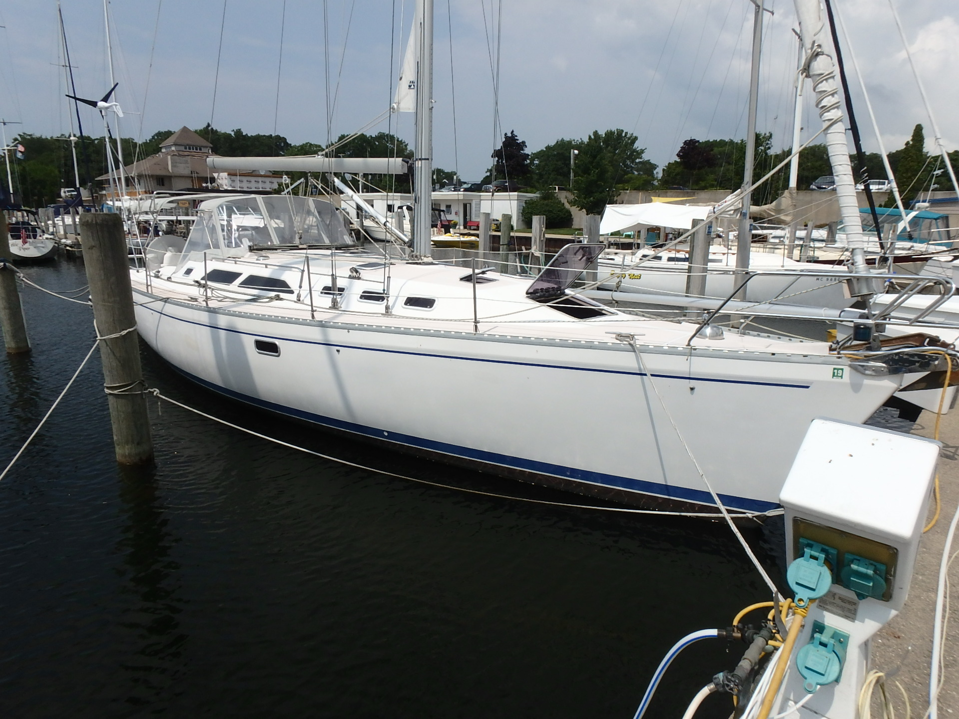 Catalina 400 Starboard side