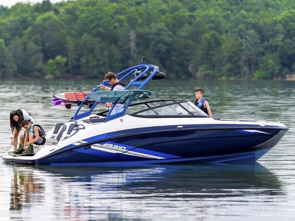 Yamaha Boats AR210