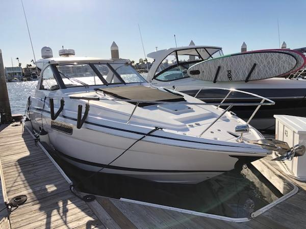 Regal 35 Sport Coupe Starboard Bow