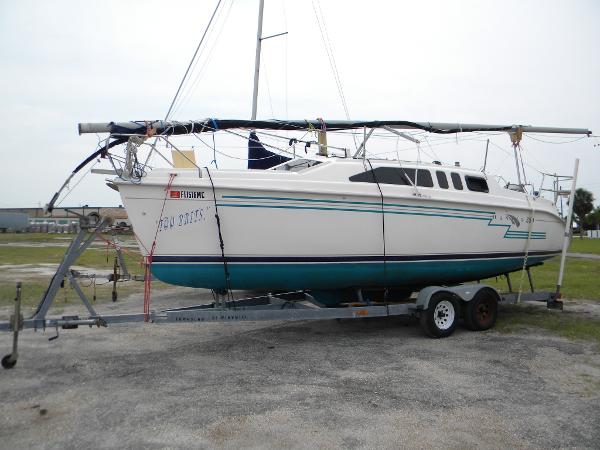 Hunter 260 port side