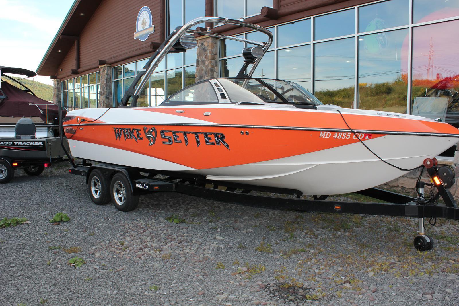 Malibu Boats LLC 247 LSV WAKESETTER
