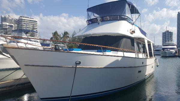 Mariner 39 Flybridge Cruiser