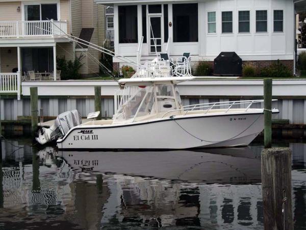 Mako 284 CC Port Side