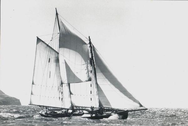 JOHN G. ALDEN Schooner 390B Series profile