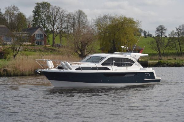 Broom 35 Coupe Broom 35 Coupe (similar vessel)